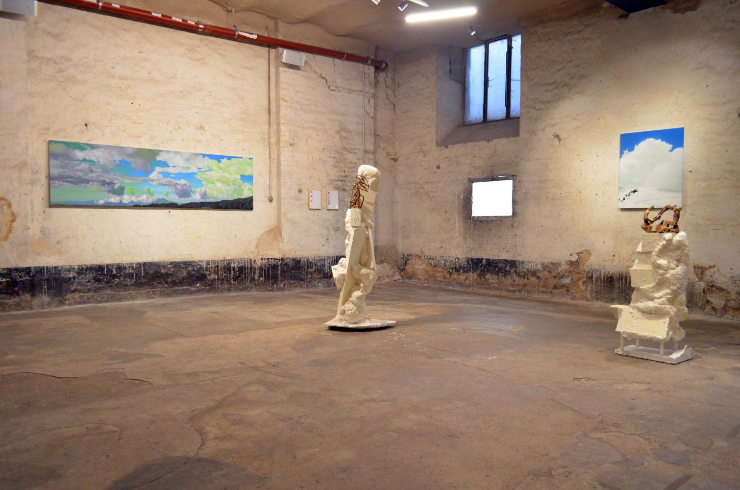 Peintures par Jean Damien Charmoille, sculptures par Jana Mertens.